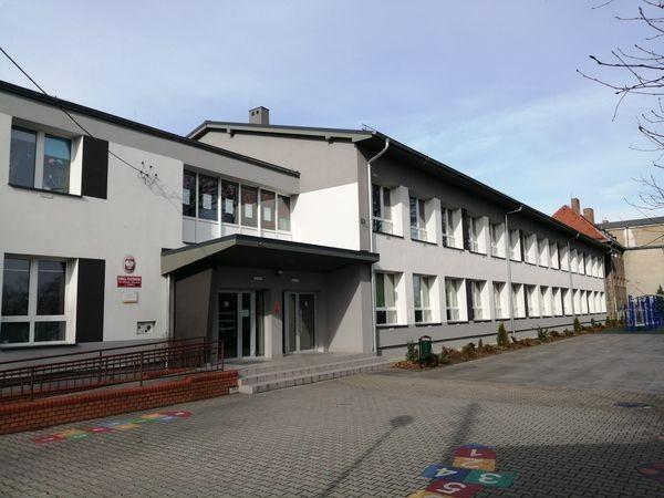 budynek-na-zewnatrz-06