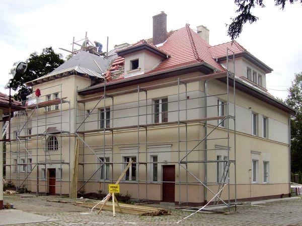 dom-z-czerwonym-dachem-09